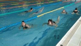 ucast-na-plaveckych-zavodech-modra-stuha-v-nachodskem-bazenu-13-5-2017-img02