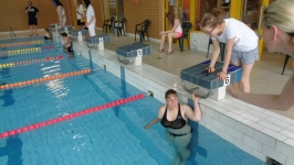 ucast-na-plaveckych-zavodech-modra-stuha-v-nachodskem-bazenu-13-5-2017-img05